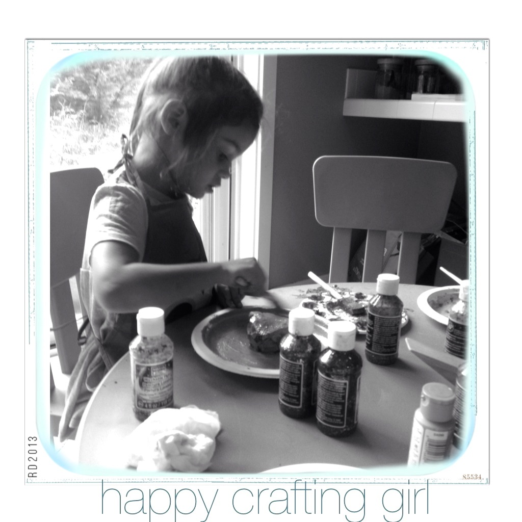 girl_crafting