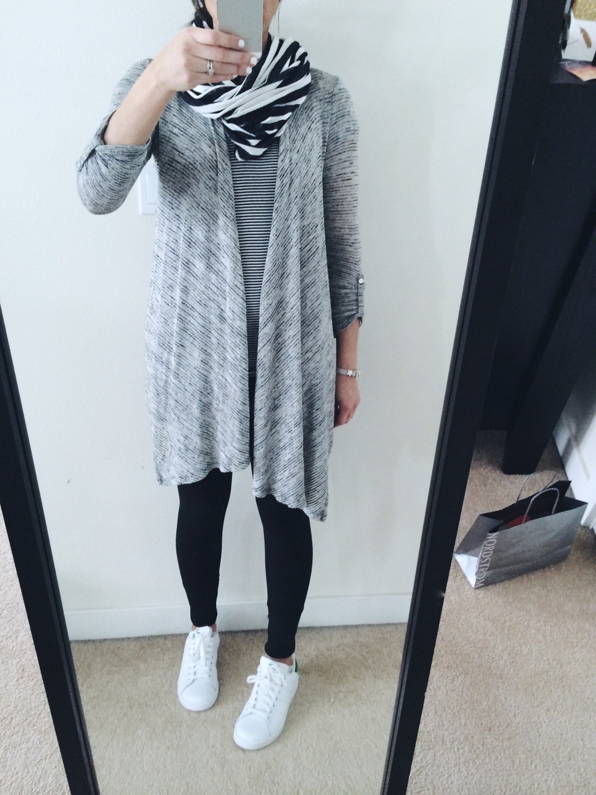 sweater_sneakers_outfit