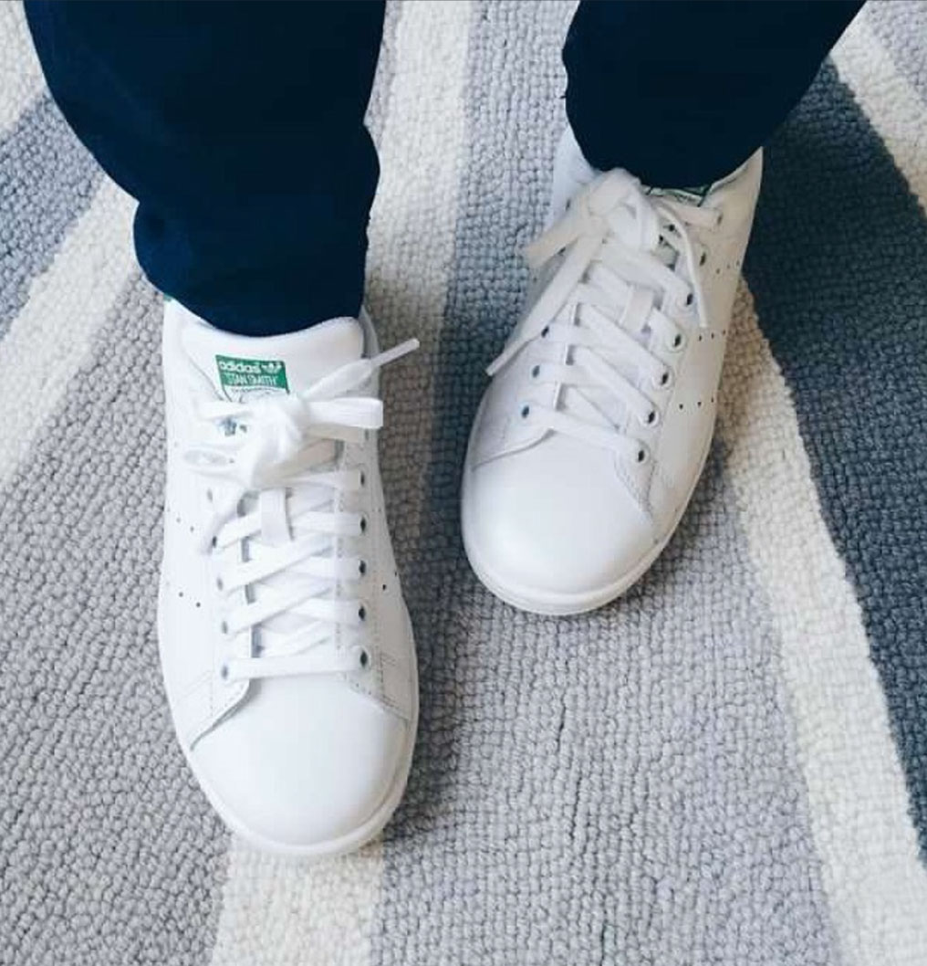 White Sneakers Outfits to Try This Weekend
