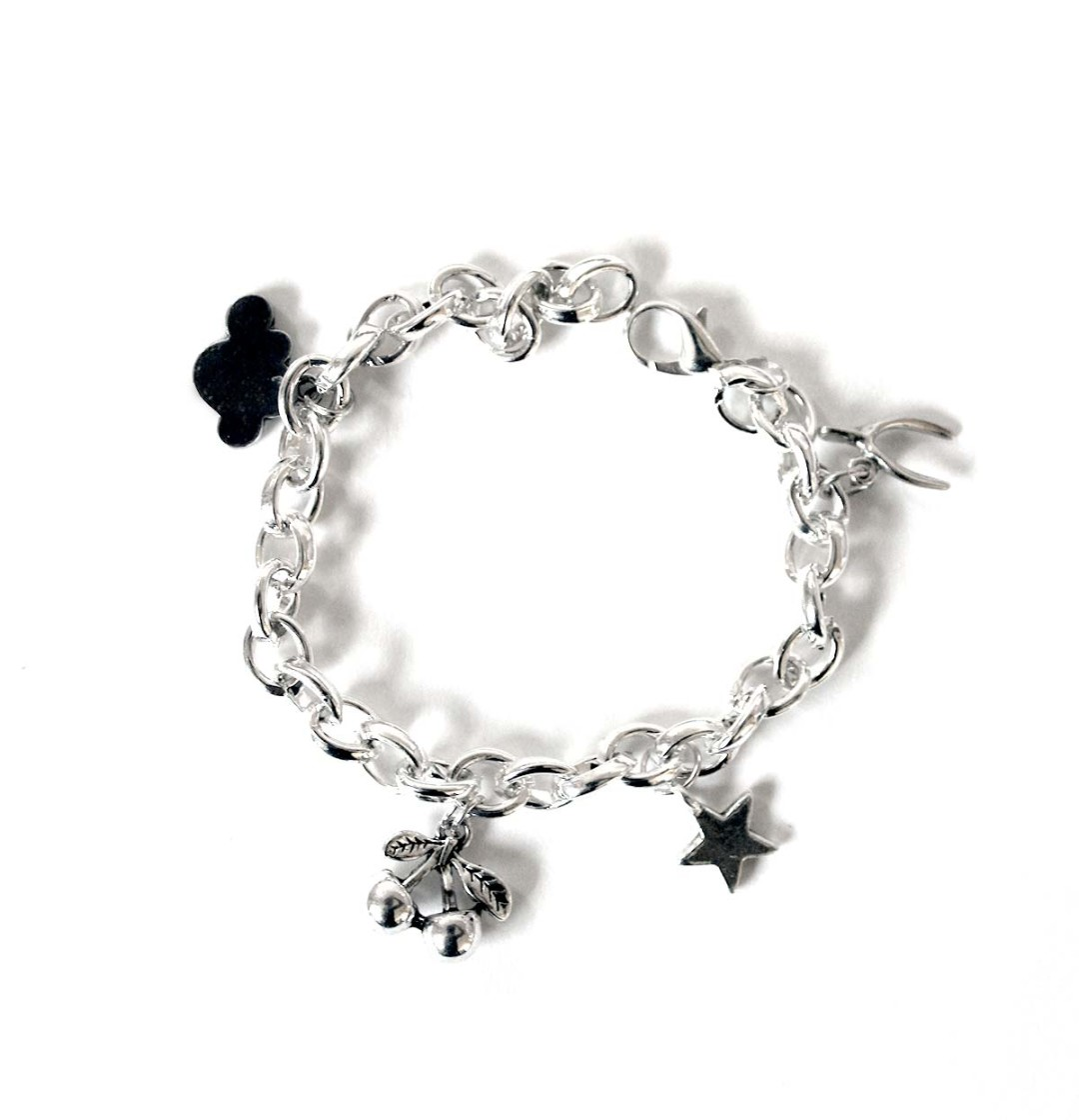 Make a lovely charm bracelet with this easy tutorial