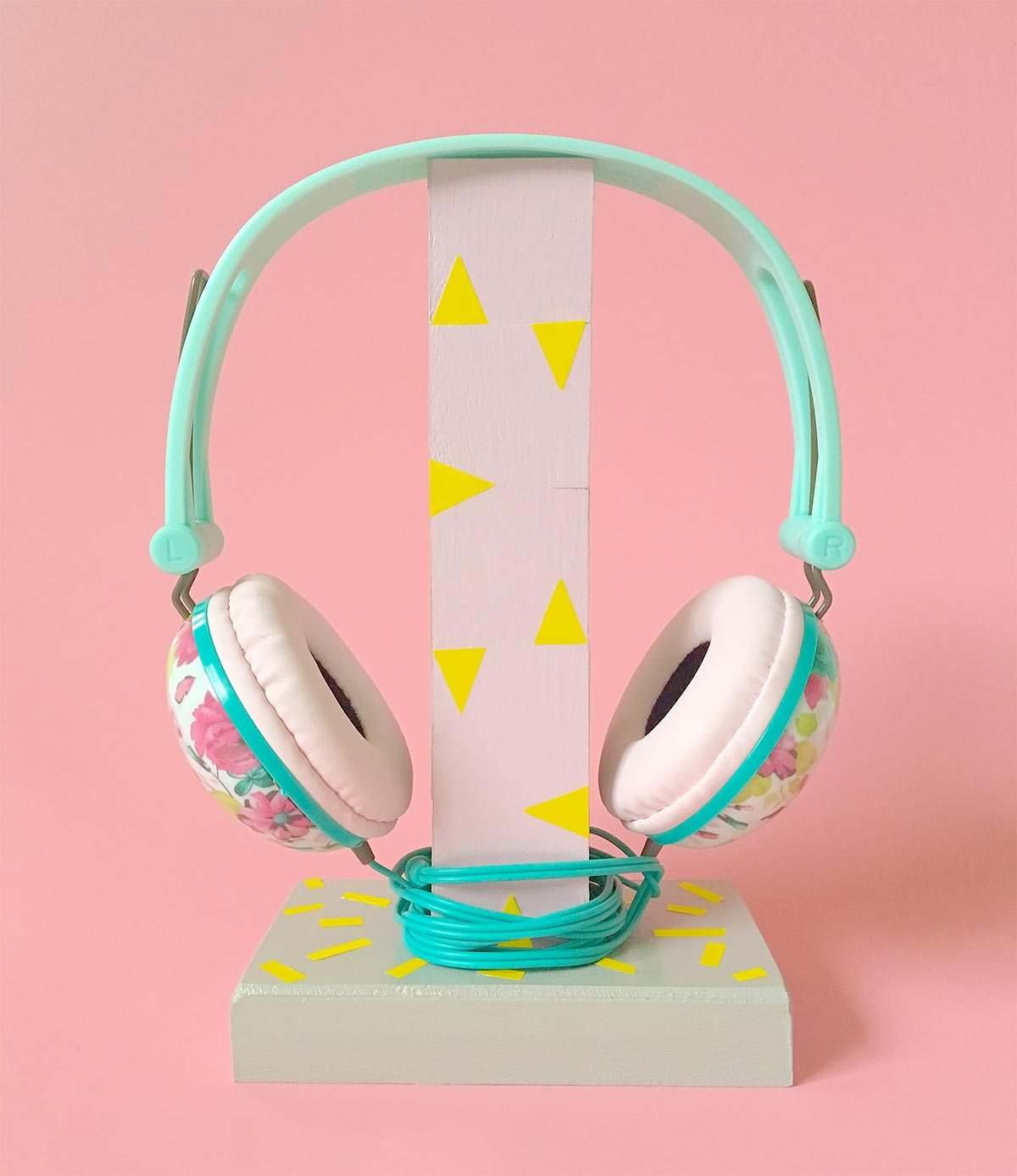 The coolest DIY headphones stand tutorial