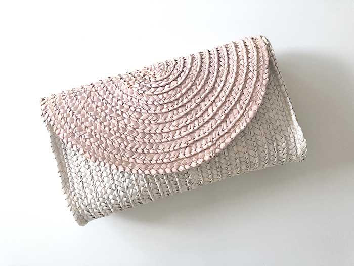 DIY straw ombre clutch