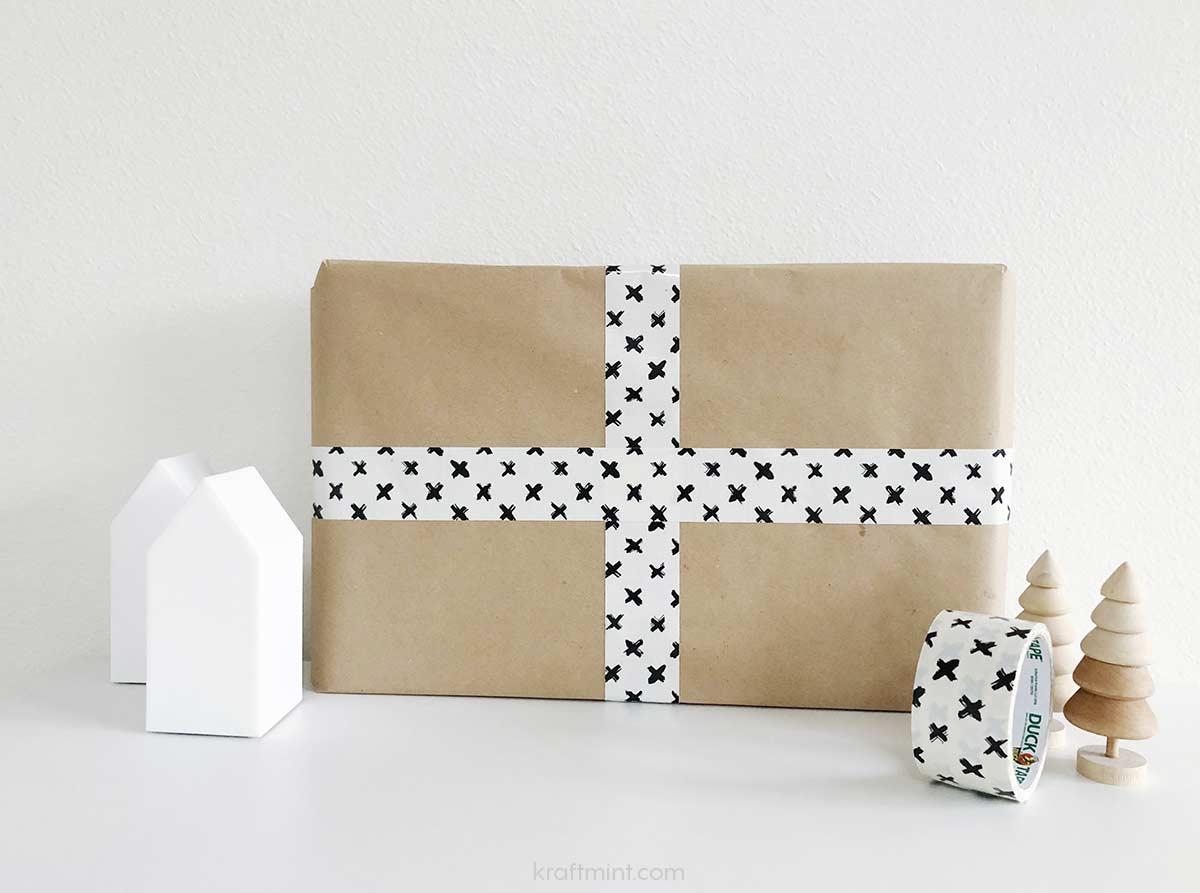 holidaywrapping_with_ducktape_gift02_staged